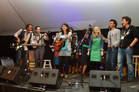 les artistes des chemins d'écritures 2012 en spectacle