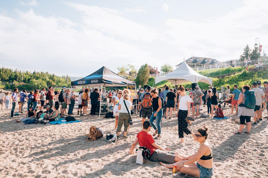 Public sur la plage